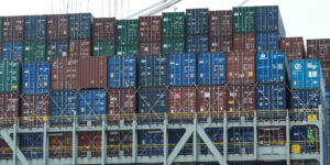 Por qué el mundo está en una crisis de transporte marítimo —las empresas pagan 10 veces más por enviar sus productos