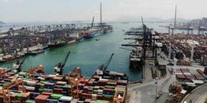 Un brote de Covid-19 en un  puerto de China empeora la crisis de transporte marítimo — se cree que impactará las entregas en la temporada navideña