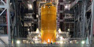 Conoce al megacohete recién ensamblado de la NASA, que es más alto que la Estatua de la Libertad