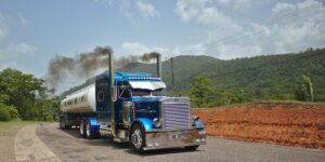 Los transportistas en México acusan que la poca presencia del diésel bajo en azufre impide acatar la nueva norma ambiental