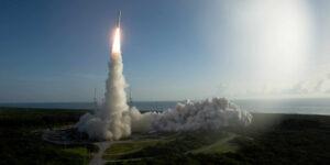 Los NFT están a punto de despegar; la Fuerza Espacial de EU venderá sus propios tokens de satélites, misiones y otra memorabilia