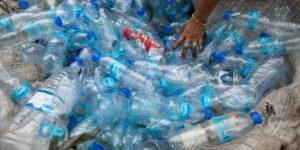 Un grupo de científicos desarrolló un método que convierte botellas de plástico en aroma de vainilla