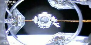 Un video muestra a una nave espacial que transporta a 3 astronautas acoplarse con éxito a la nueva estación espacial china