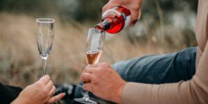 6 maneras fáciles de abrir una botella de vino sin sacacorchos