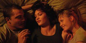 Guía para tener tu primer trío: desde encontrar un tercero hasta establecer límites sexuales