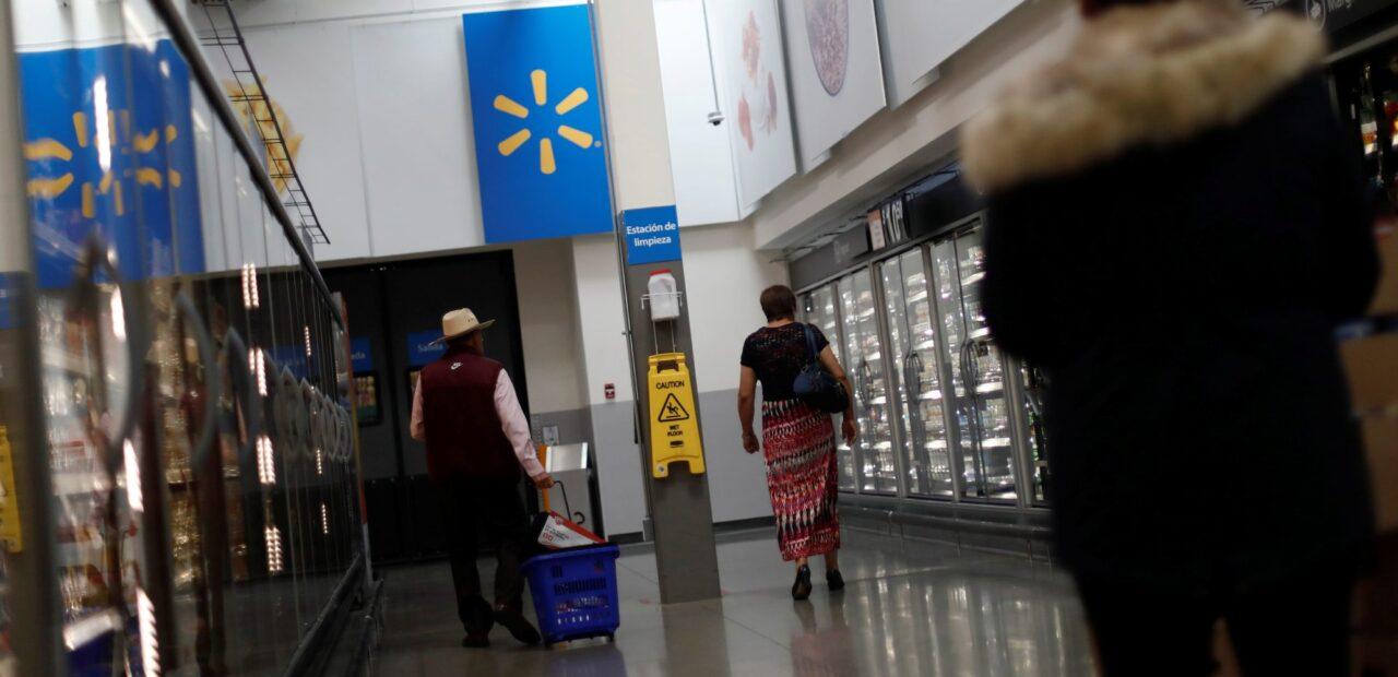 adultos mayores empacadores | Business Insider Mexico