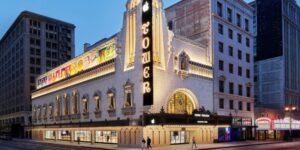 Echa un vistazo a la tienda más nueva de Apple que se encuentra dentro de un teatro icónico de Los Ángeles