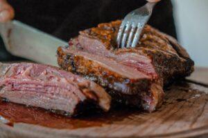 El método de dorar al revés es ideal para cortes gruesos de carne —así puedes hacerlo en casa