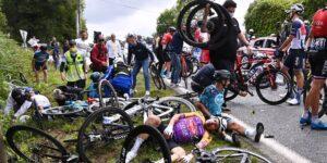 La espectadora que provocó el accidente durante la primera etapa del Tour de France es detenida