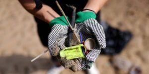 Una mujer encontró una fortuna en las piezas de plástico que recogía del río Támesis