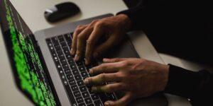 Los ciberdelincuentes que se dedican al ransomware crean páginas para captar clientes y nuevos criminales