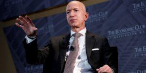 Jeff Bezos se retira y recordamos la primera vacante que publicó para Amazon hace 27 años —dice todo sobre su obsesión por la velocidad