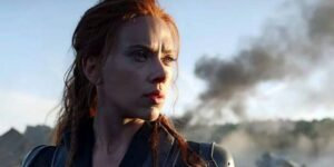 """""""Black Widow"""" está más preocupada por configurar el futuro del MCU que por darle una merecida historia de origen al personaje de Scarlett Johansson"""
