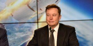 Elon Musk dice que la nave espacial Starship de SpaceX podría 'masticar' basura espacial con su puerta móvil en el camino a Marte