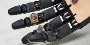 Esta espuma inteligente permitirá que las prótesis se reparen solas y que identifiquen si hay objetos cerca