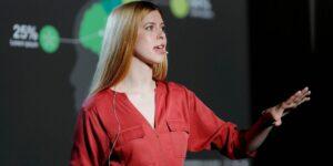 Una entrenadora en oratoria te da 5 consejos para volver a hablar en público, si tus habilidades están un poco «oxidadas»