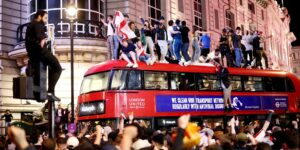 Mientras Inglaterra avanza hacia la final de la Eurocopa 2020, un estudio dice que más hombres en el Reino Unido estarían contrayendo Covid-19 al ver los juegos
