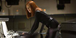 """Scarlett Johansson dice que un disfraz de Black Widow propuesto por escritores masculinos fue """"rápidamente eliminado"""""""