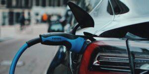 La UE propone prohibir la venta de automóviles de gasolina para 2035 para dar paso a vehículos eléctricos