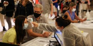 El turismo de vacunación de mexicanos reactiva a ciudades de Estados Unidos