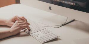 Algunos empleados de Apple renuncian debido a la postura de la empresa contra el home office, según un informe