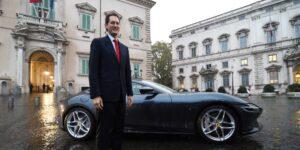 John Elkann busca que Ferrari y Armani se unan para crear un nuevo conglomerado de lujo