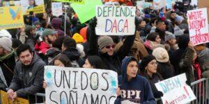 Un juez de Estados Unidos declara ilegal el programa DACA y suspende nuevas solicitudes