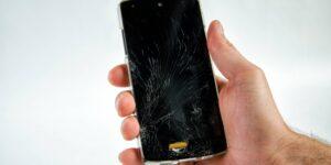 Conoce el material que puede reparar la pantalla estrellada de tu celular en menos de un segundo