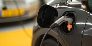 'Mach-Eau', la nueva colonia de Ford para que los coches eléctricos conserven ese olor familiar a gasolina