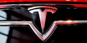 Tesla quiere que sus clientes paguen 1,500 dólares por hardware de conducción autónoma que ya pensaban que tenían