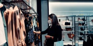 'El consumo discreto': una nueva forma de comprar que surgió a raíz de la pandemia y podría crear ciudadanos más felices pero sociedades más desiguales