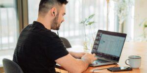 Google, Apple y Amazon quieren implantar un modelo de home office en septiembre con este método —Facebook y Microsoft no están convencidos
