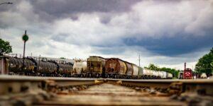 El bloqueo contra el ferrocarril KCSM en Michoacán afecta a 14 trenes —la obstrucción de vías es un delito federal
