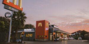 El CEO de McDonald's dice que el personal corporativo regresará a la oficina 3 días a la semana