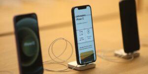 Las ventas de Apple dependen de iPhone debido a los riesgos regulatorios que enfrenta Apple Store