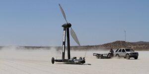 Un YouTuber apostó a un físico 10,000 dólares a que su vehículo de energía eólica podía viajar dos veces más rápido que el viento mismo, y ganó