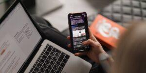Jugar videojuegos en línea y 'googlear' traducciones fueron las actividades preferidas de los internautas durante la pandemia, según Hootsuite