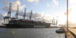 El gran barco está de vuelta: Ever Given finalmente llega a Rotterdam después del desastroso y costoso incidente del Canal de Suez