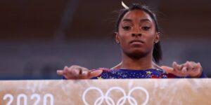 Simone Biles regresa oficialmente para competir en su último evento olímpico, después de retirarse de otros 5 citando su salud mental