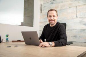 Desarrollar habilidades blandas, clave en relaciones laborales: Jaime Rubiel