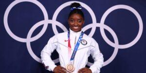 """Simone Biles deja """"la puerta abierta"""" para regresar a los Juegos Olímpicos en París 2024"""