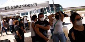 Estados Unidos exigirá que los viajeros extranjeros estén completamente vacunados, según funcionarios de la Casa Blanca