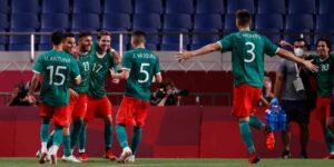 México vence 3-1 a Japón y se queda con el bronce en el fútbol masculino de los Juegos Olímpicos