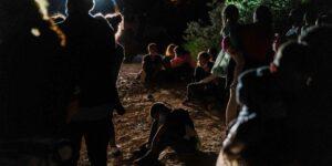 Estados Unidos envía a familias de migrantes centroamericanos y mexicanos al sur de México
