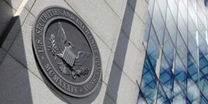 La SEC impuso la primera multa a un fondo de finanzas descentralizadas —esta DeFi tendrá que pagar 13 mdd