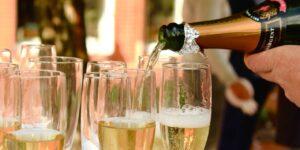 Cómo la champaña y el prosecco te hacen sentir más borracho mucho más rápido que el vino