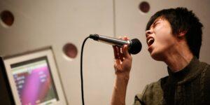 China prohibirá canciones de karaoke con 'contenido ilegal' y que pongan en peligro la unidad nacional
