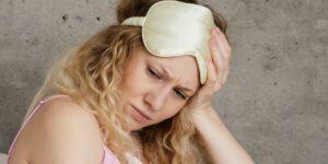 Cómo la falta de sueño te está convirtiendo en una persona solitaria y huraña