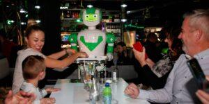 Los restaurantes del futuro serán más caros y estarán llenos de robots, pero eso será algo bueno