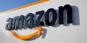 Facebook y Amazon buscan aprobación de Estados Unidos para operar un nuevo cable de datos submarino